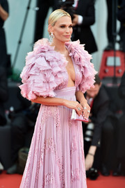 Molly Sims matched a metallic pink clutch with a chic ruffle gown for the Venice Film Festival screening of 'Marriage Story.'