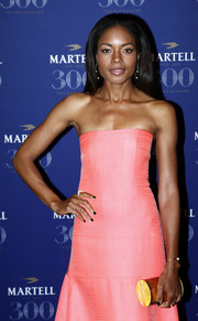 Naomie Harris' gold tube clutch and pink strapless dress at the Martell Cognac 300th anniversary party were a very elegant pairing.