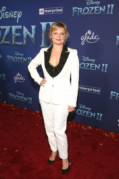 Martha Plimpton Pantsuit [frozen 2,red carpet,carpet,premiere,flooring,pantsuit,event,suit,martha plimpton,hollywood,california,dolby theatre,disney,world premiere,world premiere]