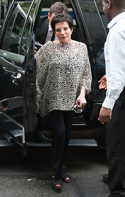 Liza Minelli attended Marvin Halisch's funeral service wearing a loose geometric print top.