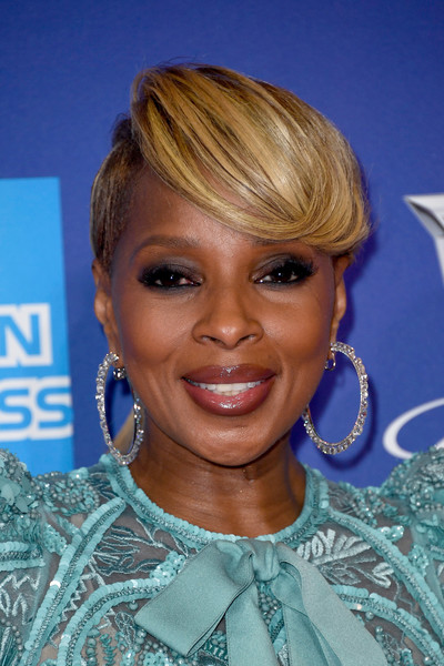 Mary J. Blige Smoky Eyes [hair,face,hairstyle,blond,eyebrow,chin,bangs,eyelash,lip,hair coloring,arrivals,mary j. blige,palm springs convention center,california,palm springs international film festival awards gala]