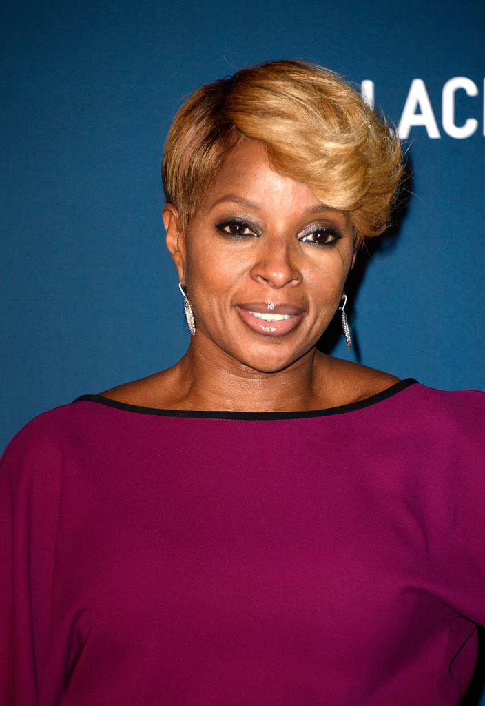 Mary J Blige Styled Her Short Locks With Thick Feathered Bangs For The Lacma