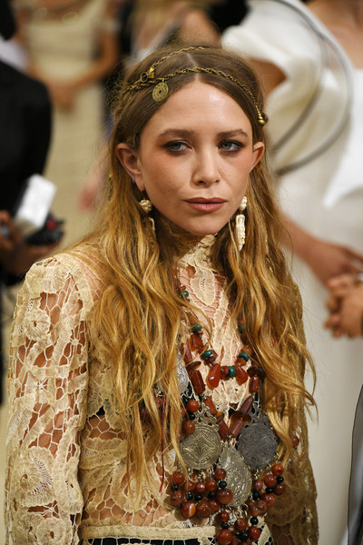 Mary-Kate Olsen Long Wavy Cut [rei kawakubo/comme des garcons: art of the in-between,rei kawakubo/comme des garcons: art of the in-between,hair,fashion,hairstyle,hair accessory,beauty,lady,headpiece,long hair,blond,headband,costume institute gala - arrivals,mary-kate olsen,new york city,metropolitan museum of art,costume institute gala]
