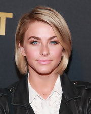 Julianne Hough kept it classic with a sleek bob during Justin Timberlake's concert.