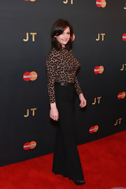Carla Gugino was '70s-chic in black wide-leg pants and a long-sleeve leopard-print top during Justin Timberlake's concert.