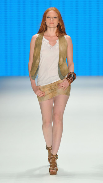 Barbara Meier showed off her long legs in a suede mini skirt at the Mavi Show.