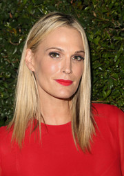 Molly Sims' red lipstick matched her outfit perfectly!