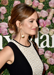 Ahna O'Reilly went for an elegant loose bun when she attended the 2017 Face of the Future event.