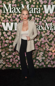 Molly Sims looked sharp in her beige blazer and black pants combo at the 2017 Face of the Future event.