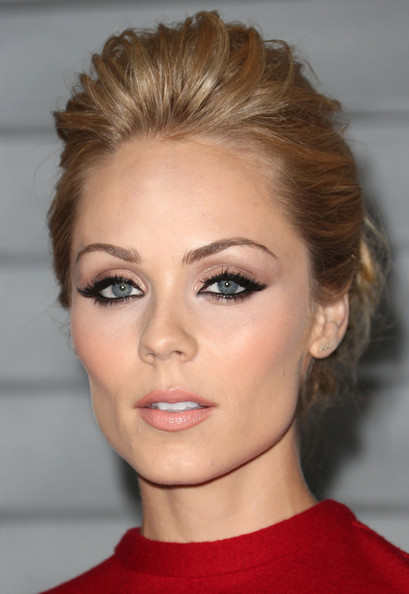 Laura Vandervoort went for a rocker edge with this messy-chic pompadour at the Maxim Hot 100 event.