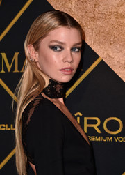Stella Maxwell sported pin-straight hair at the Maxim Hot 100 Party.