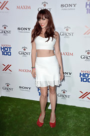 Jessica Sutta rocked an all-white look with a white cropped top and white flared skirt.