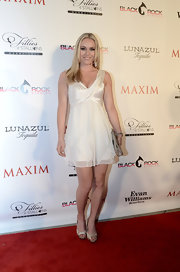 Lindsey Vonn traded in her typical sports gear for this light and feminine ruffled frock.
