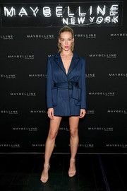 Hannah Ferguson rocked the pajama trend with this navy C/Meo Collective tux dress at the Maybelline Fashion Week party.