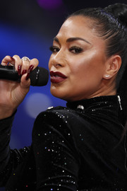 Nicole Scherzinger matched her mani to her lipstick when she performed at the Maybelline New York show.