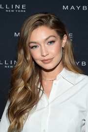 Gigi Hadid looked gorgeous with her long waves at the Maybelline x New York Fashion Week XIX party.