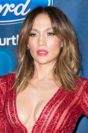 Jennifer Lopez sported a trendy layered 'do with center-parted bangs at the 'American Idol XV' finalists presentation.