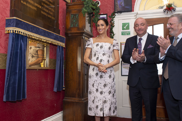 Meghan Markle Print Dress [event,flooring,ceremony,meghan,plaque,nursing,brinsworth house,duchess,sussex,care home,england,duchess of sussex,royal variety charity]