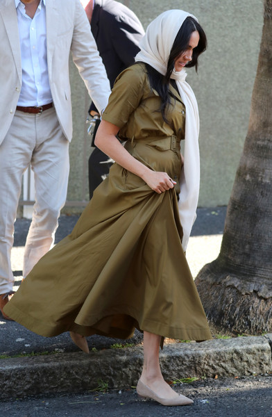 Meghan Markle Pointy Flats [clothing,coat,trench coat,outerwear,fashion,footwear,street fashion,leg,headgear,shoe,harry,meghan,mosque,south africa,auwal mosque,sussex,duchess,duke of sussex,visit,tour]