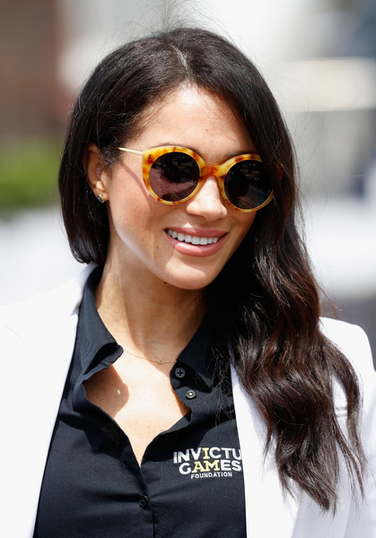 Meghan Markle Round Sunglasses [eyewear,sunglasses,hair,street fashion,cool,hairstyle,glasses,aviator sunglass,vision care,fashion,meghan,sydney,duchess,sussex,australia,cockatoo island,invictus games,jlr drive day]