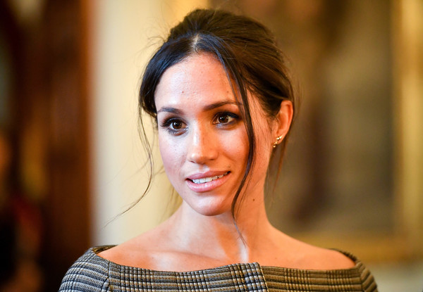 Meghan Markle Loose Bun [hair,face,hairstyle,beauty,eyebrow,lip,skin,chin,shoulder,fashion,harry,meghan markle,people,cardiff castle,drawing room,wales,visit cardiff castle,visit]