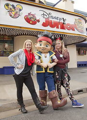 Melissa Joan Hart looked preppy and cool as she posed for pictures at Disney Junior Live on stage.