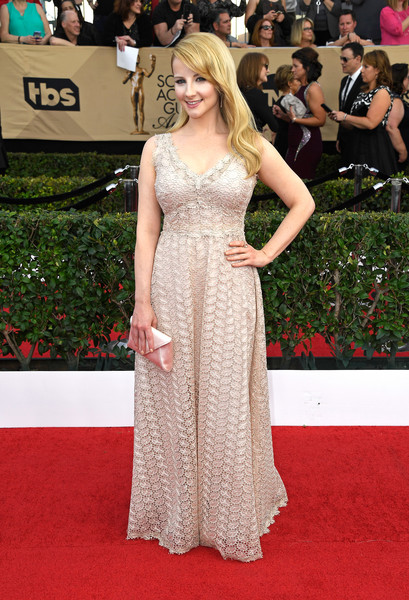 Melissa Rauch Envelope Clutch [flooring,gown,fashion model,carpet,dress,beauty,lady,red carpet,hairstyle,shoulder,arrivals,melissa rauch,screen actors guild awards,los angeles,california,the shrine auditorium]