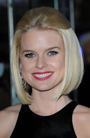 Alice Eve added a muted red lipcolor to her elegant look for the 'Men in Black 3' premiere in London.