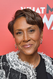 Robin Roberts stuck to her usual short side-parted 'do at the special screening of 'What Men Want.'
