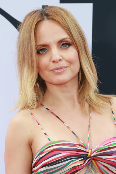 Mena Suvari Medium Layered Cut
