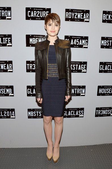 Sami Gayle chose a pair of nude pumps with gold platforms to complete her sassy outfit.