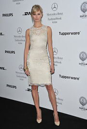 Karolina Kurkova put her best foot forward in pointy ivory leather pumps.