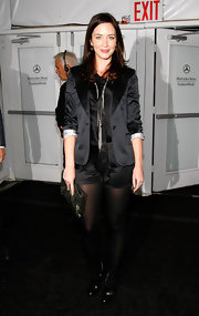 Emily is scene here rockin some leather zip up ankle boots. Although I would have liked to see her bring in another color to her all black outfit.