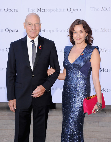 Sunny Ozell's fuchsia leather clutch provided a nice color contrast to her blue dress at the 'Eugene Onegin' opening.