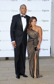 Tamia looked sultry in a nude and black striped one-shoulder gown at the 'Eugene Onegin' opening.