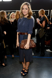 A pair of blue cross-strap platform sandals added a '60s vibe to Rose Byrne's look.