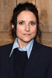 Julia Louis-Dreyfus kept it casual with this loose, messy ponytail at the Michael Kors Fall 2020 show.