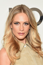 Poppy Delevingne styled her hair with fabulous high-volume waves for the Michael Kors fashion show.