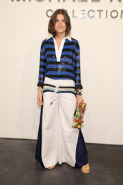 Leandra Medine topped off her outfit with a Proenza Schouler printed clutch.