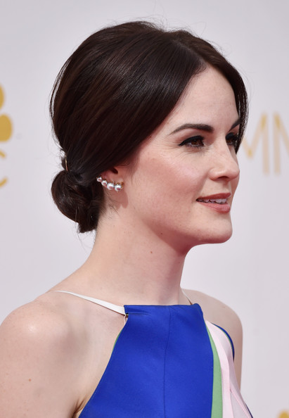Michelle Dockery Pearl Studs [hair,hairstyle,beauty,chin,neck,fashion model,shoulder,long hair,brown hair,chignon,arrivals,michelle dockery,part,california,los angeles,nokia theatre l.a. live,primetime emmy awards]