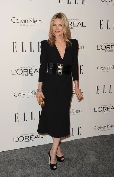 Michelle Pfeiffer Box Clutch [dress,clothing,little black dress,cocktail dress,fashion,formal wear,footwear,suit,event,carpet,michelle pfeiffer,18th annual women in hollywood tribute - arrivals,california,los angeles,four seasons hotel,elle,18th annual women in hollywood tribute]