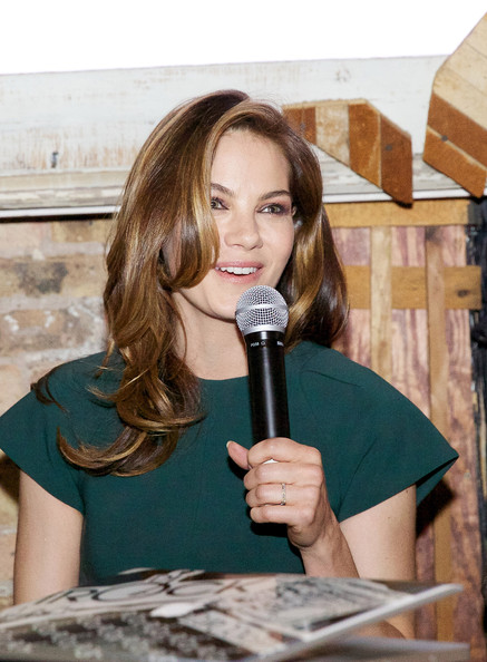 More Pics of Michelle Monaghan Envelope Clutch  (3 of 24) - Clutches Lookbook - StyleBistro [michelle monaghan,long hair,michigan avenue magazine winter issue release celebration,chicago,illinois]
