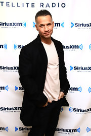 Mike Sorrentino paid SiriusXM a visit in an extra long black blazer worn over a basic T-shirt.