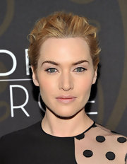 Kate Winslet kept her beauty look soft and natural with a light application of opaque shadow.
