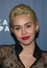 Miley Cyrus topped off her look with a happy face pendant.
