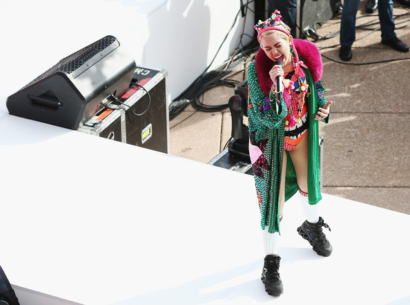 Miley Cyrus Evening Coat [sunrise,miley cyrus performs live for channel 7,green,fashion,room,costume,cosplay,street fashion,style,fashion design,sydney opera house,australia,miley cyrus]