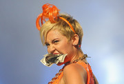 Miley Cyrus accessorized with a hairy orange headband while performing in Melbourne.