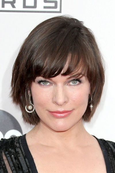 Milla Jovovich Bowl Cut [hair,face,hairstyle,eyebrow,chin,bangs,blond,layered hair,bob cut,brown hair,arrivals,milla jovovich,american music awards,microsoft theater,los angeles,california]
