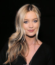 Laura Whitmore looked fab with her bouncy, side-swept waves at the Milly fashion show.