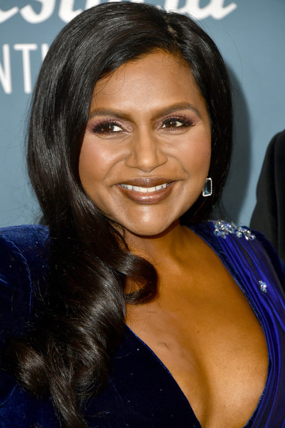 Mindy Kaling Side Sweep [hair,hairstyle,eyebrow,black hair,beauty,long hair,chin,forehead,smile,brown hair,arrivals,mindy kaling,costume designers guild awards,beverly hills,california,the beverly hilton hotel,cdga,mindy kaling,22nd costume designers guild awards,costume designers guild,costume,costume designer,the beverly hilton,celebrity,black hair,livingly media,designer]